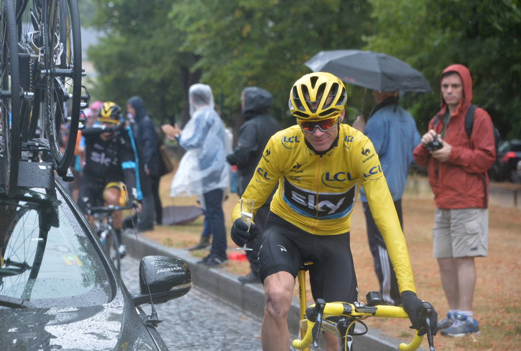 Champagne for Chris Froome 2015