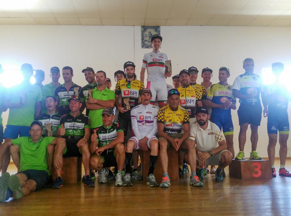 Foto2-podio-equipas